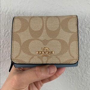 🐳NWT COACH SMALL TRIFOLD WALLET🐳